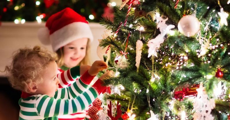 Árvore de natal x crianças: quais cuidados tomar